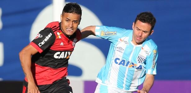 Pressionado, Zé Ricardo aposta em jovens no gol e no ataque