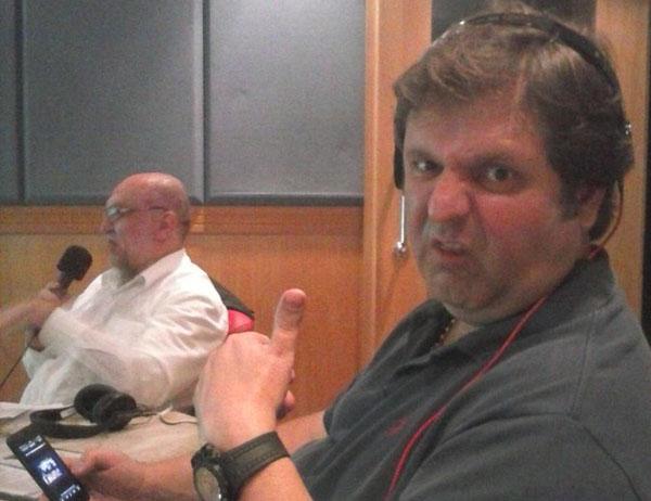 Ao lado de Claudio Zaidan, narrador participou do Domingo Esportivo Bandeirantes. Foto: Reprodução/Twitter