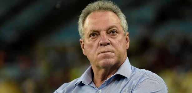 Abel Braga não é mais técnico do Fluminense. Ele entrou o cargo neste sábado