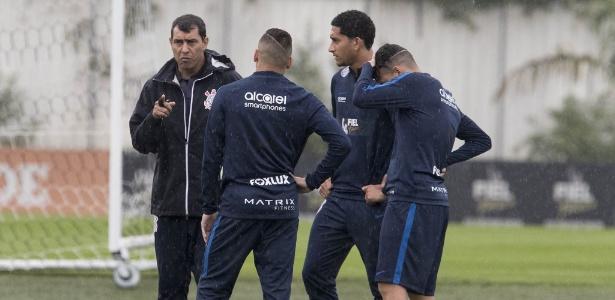 Carille conversa com Maycon, Arana e Pablo na véspera de jogo com Cruzeiro