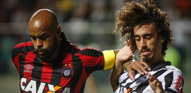 Mesmo com a expulsão de Lucho González, na etapa inicial, a equipe mineira não conseguiu bater o lanterna Atlético-PR