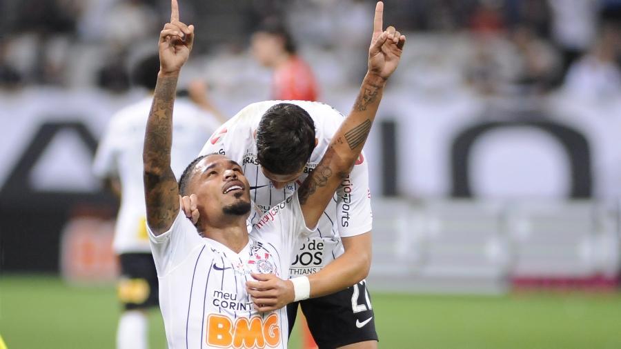 Júnior Urso, do Corinthians, durante partida contra o Goiás pelo Campeonato Brasileiro