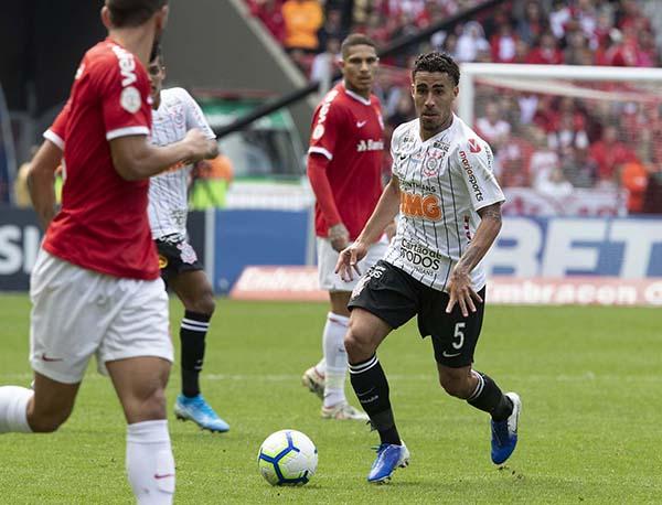 O Timão chegou aos 24 pontos, enquanto o Inter tem 21. Daniel Augusto Jr/Agência Corinthians