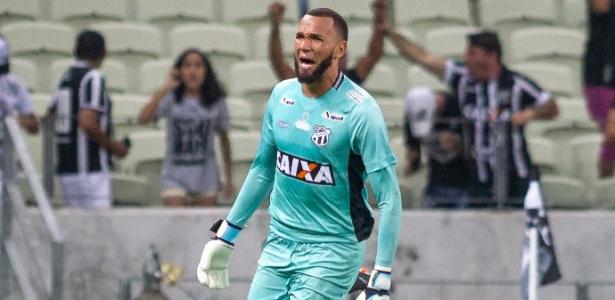 Goleiro Everson, do Ceará, segue nos planos do Grêmio mesmo com renovação