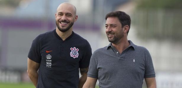 Alessandro (esq.) deixa o Corinthians após cinco anos como gerente de futebol. Foto: Daniel Augusto Jr./Ag. Corinthians