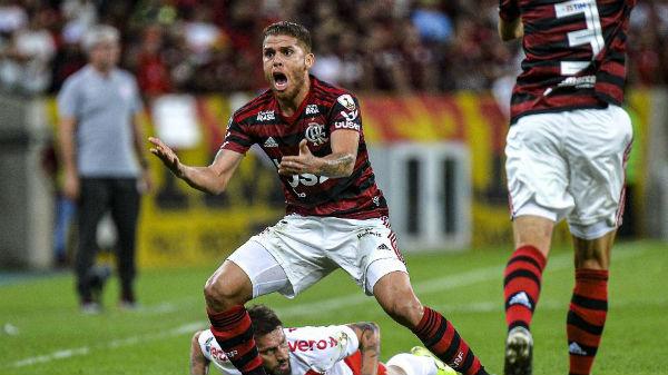 Volante foi titular contra o Inter no meio de semana. Foto: Alexandre Vidal & Marcelo Cortes / Flamengo