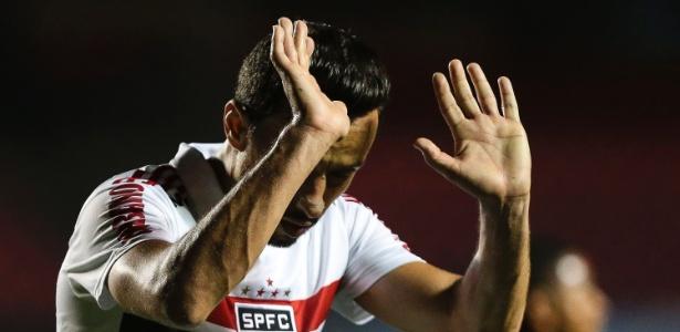 Fluminense queria trazer Nenê, mas teto salarial do clube impediu evolução das negociações