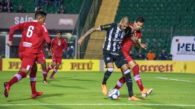 Rafael Marques em ação na partida contra o CRB. Foto: Matheus Dias/Figueirense FC