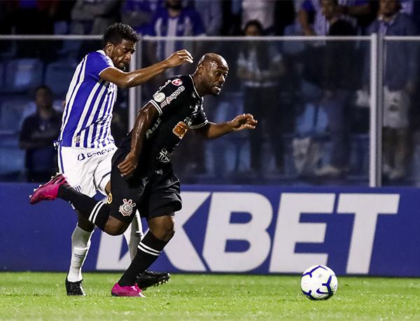 Com o resultado, o Timão chegou aos 28 pontos, ganhando uma posição na tabela . Rodrigo Gazzanel/Agência Corinthians