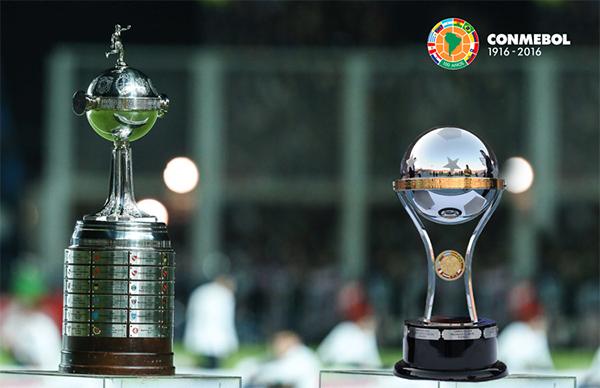 As taças da Libertadores e da Copa Sul-americana. Foto: Divulgação/Conmebol