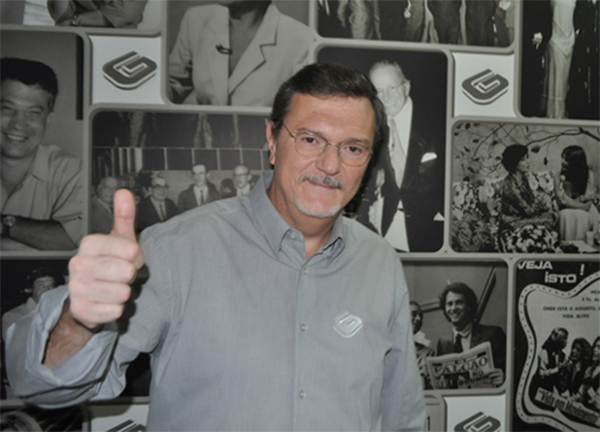 Apresentador na redação da TV Gazeta. Foto: Marcos Júnior Micheletti/Portal TT
