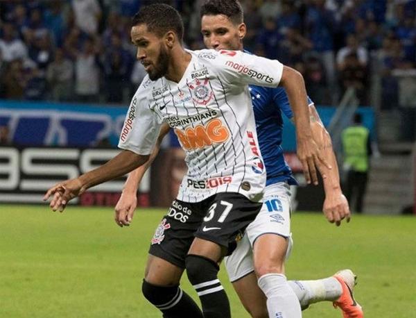 Everaldo ficará cerca de um mês afastado. Foto: Daniel Augusto Jr./Agência Corinthians