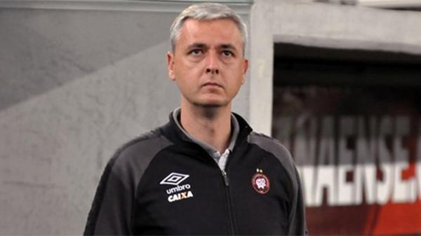 Tiago Nunes tem problemas para montar o time. Foto: Site oficial/Athletico