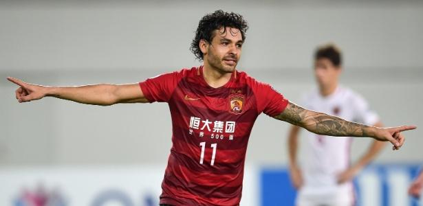 Ricardo Goulart em ação pelo Guangzhou Evergrande, da China