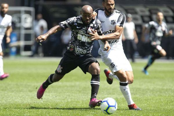 Vagner Love fez o segundo gol do Timão. Foto: Daniel Augusto Jr./Agência Corinthians