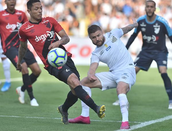 Com a igualdade, o Santos viu o Flamengo se isolar na liderança. Foto: Ivan Storti/Santos FC