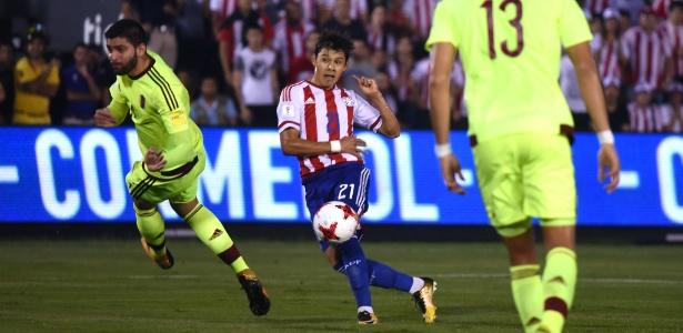 Jogador é irmão gêmeo do atacante corintiano Ángel Romero.. AFP PHOTO / Favio Falcon/via UOL