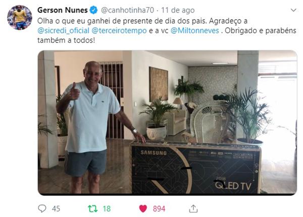 Gerson, o Canhota de Ouro recebeu o presente em casa. Foto: Reprodução/Twitter