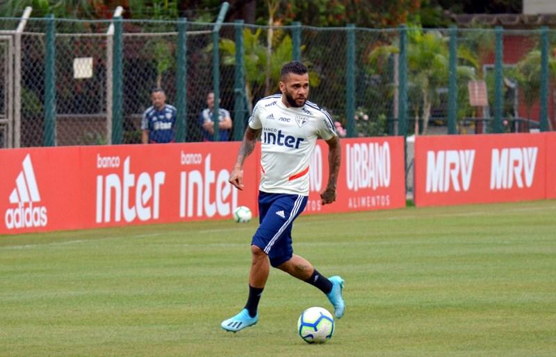 Lateral participou do treino nesta sexta-feira no CT da Barra Funda. Foto: Érico Leonan / saopaulofc.net