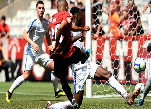 Na Arena da Baixada, Jonathan anotou o único gol de Athletico-PR 0 X 1 Avaí. Foto: Site Athletico-PR