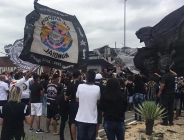 Corinthians na pressão dentro e fora do campo. Foto: Reprodução