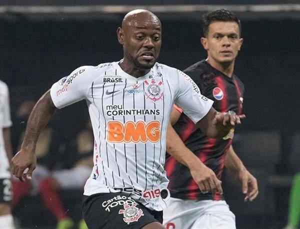 O atacante Vágner Love pode completar 100 jogos com a camisa do Corinthians. Foto: Daniel Augusto Júnior/Agência Corinthians .