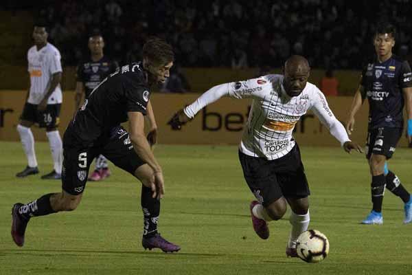 Falta de repertório escancara a mediocridade da equipe de Carille. Foto: Daniel Augusto Jr./Ag. Corinthians