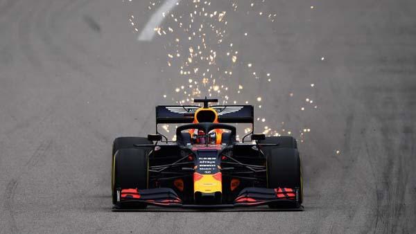 Holandês rivalizou com Leclerc e se deu melhor no TL2. Foto: Aston Martin Red Bull Racing