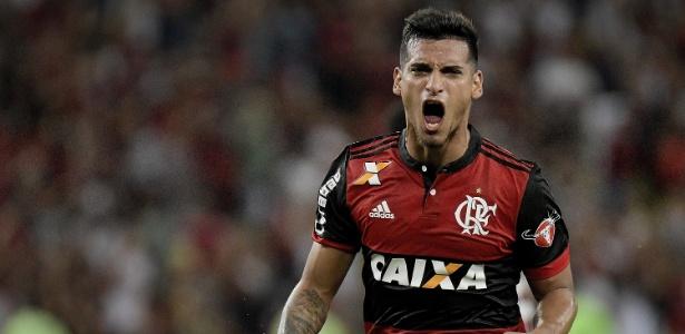 Miguel Trauco não apareceu na reapresentação do Flamengo no CT Ninho do Urubu