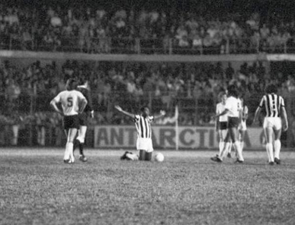 """""""Eu fiz tudo para não chorar, mas infelizmente não deu"""", disse Pelé naquele 2 de outubro de 1974"""