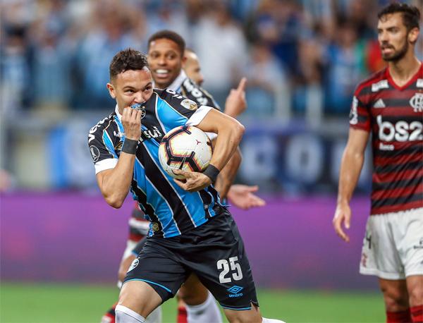 Rubro-negros e gremistas contarão as horas à espera do duelo final. Foto: Lucas Uebel/Grêmio