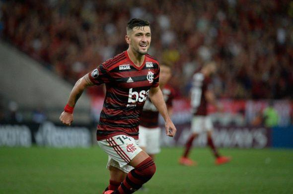 Meia se contundiu no jogo contra o Grêmio. Foto: Alexandre Vidal/Flamengo