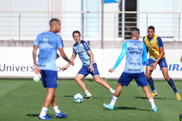 Pedro Geromel voltou a treinar normalmente pelo Tricolor. Foto: Lucas Uebel / Grêmio FBPA