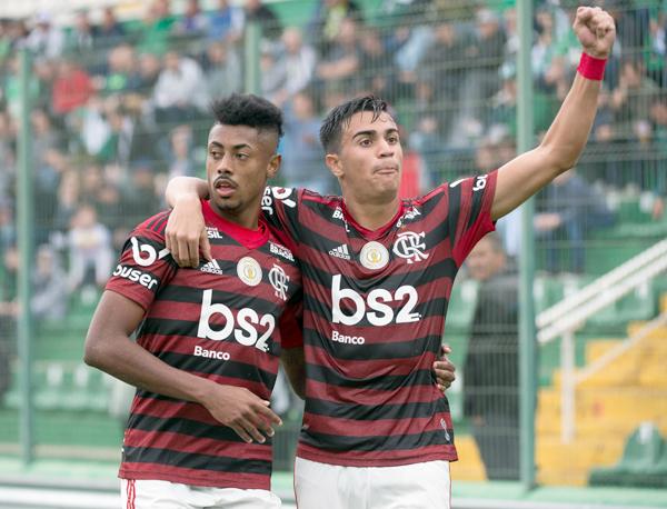 Bruno Henrique comemora gol contra a Chapecoense. Foto: Alexandre Vidal/Flamengo