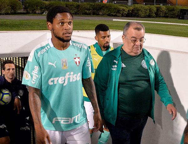 Com lesão na coxa, Luiz Adriano vira desfalque no Verdão