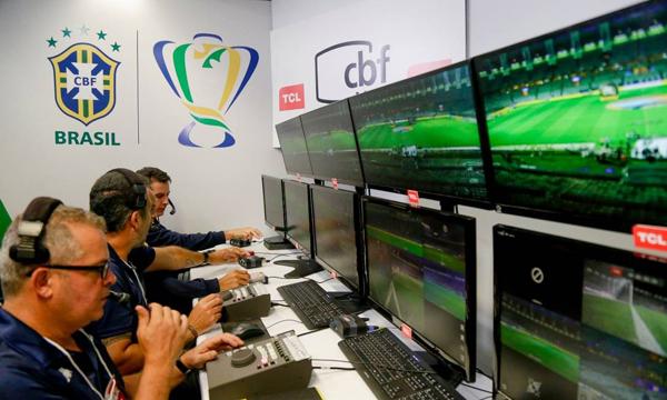 A relação do brasileiro com a crítica e o linchamento moral do árbitro de vídeo. Foto: CBF/Divulgação