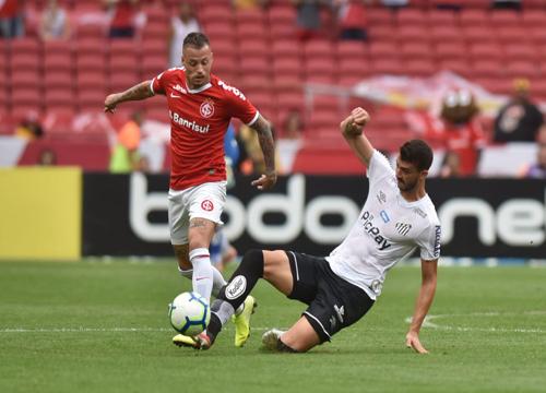 As duas equipes se enfrentaram pela 25ª rodada do Brasileirão. (Foto: Santos FC)