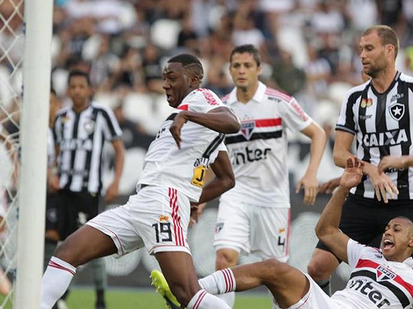 Gonzalo Carneiro ficará 24 meses afastado do futebol