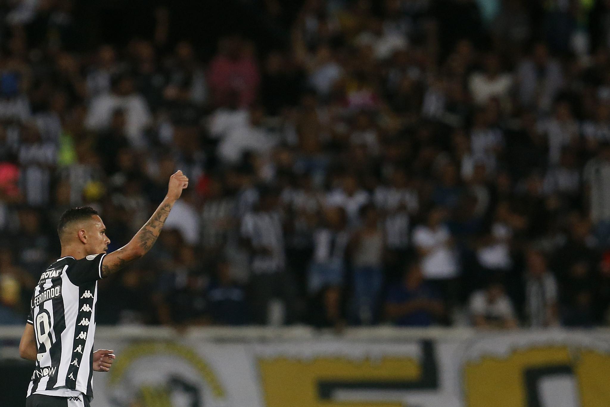 Jovem Igor Vinicius marcou seu primeiro gol como profissional e deu a vitória do Botafogo (Foto: Vítor Silva/Botafogo)