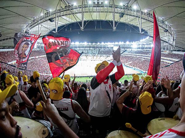 Grupo preparava para falsificar ingressos, roubar torcedores e invadir o Maracanã no jogo entre Flamengo e Grêmio (Foto: Alexandre Vidal / Flamengo)