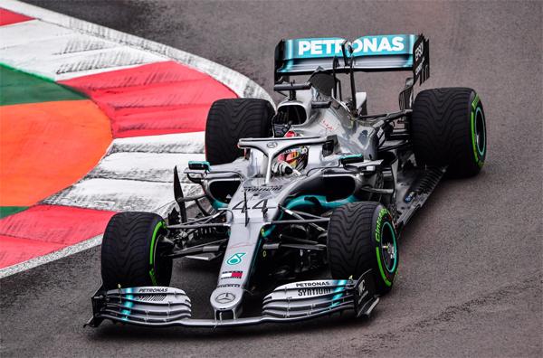 Sessão começou com pista úmida. Foto: Mercedes-AMG F1