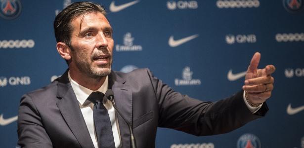 Buffon foi apresentado nesta segunda-feira (9) como reforço do PSG