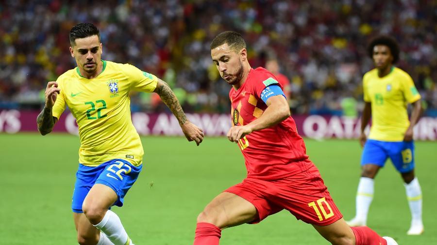 Fagner marca Hazard no jogo da seleção contra a Bélgica, pelas quartas de final da Copa