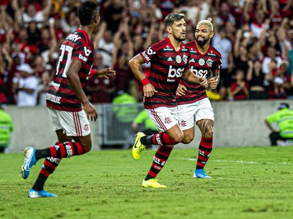 Diário argentino Olé rasgou elogios ao trio de ataque flamenguista (Foto: Alexandre Vidal, Marcelo Cortes & Paula Reis / Flamengo)