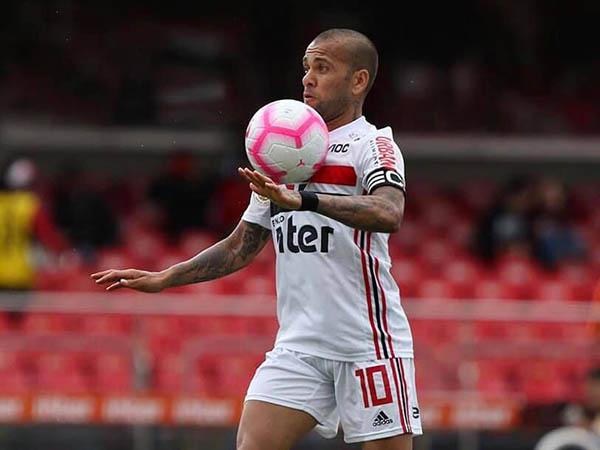 Após cumprir suspensão, Dani Alves é a novidade no São Paulo para enfrentar o Palmeiras (Foto: São Paulo/Divulgação)