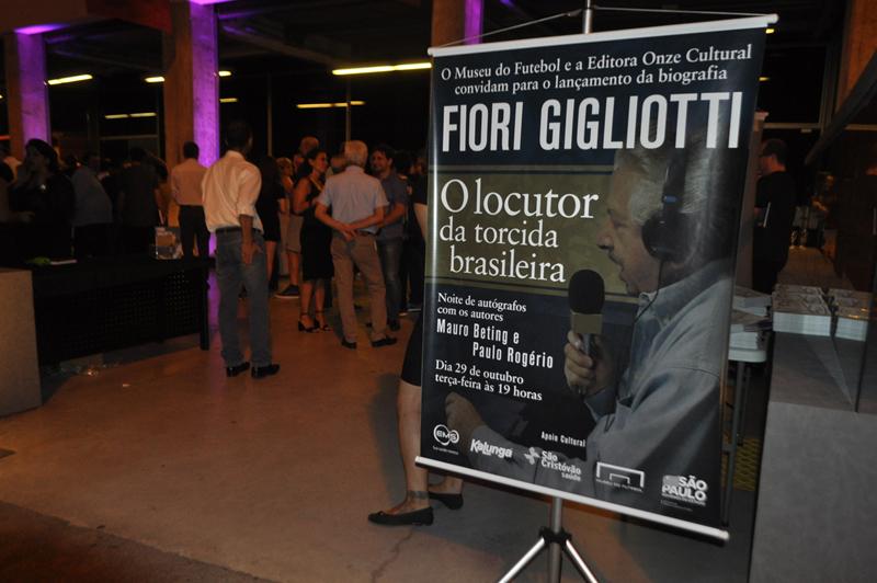 Noite de autógrafos foi movimentada para homenagear o saudoso locutor. Foto: Marcos Júnior Micheletti/Portal TT