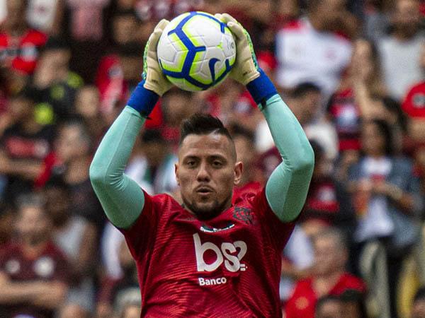 Após entorse no joelho direito, Diego Alves não enfrenta o Goiás (Foto: Alexandre Vidal - Marcelo Cortes & Paula Reis / Flamengo)