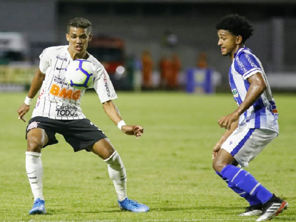 Torcedores criticaram jogadores, treinador e direção corintiana (Foto: Foto: Rodrigo Gazzanel/Agência Corinthians)