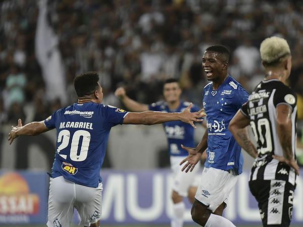 Vitória sobre o Botafogo deixou o Cruzeiro fora da zona de rebaixamento (Foto: Marcello Dias/Light Press/Cruzeiro)