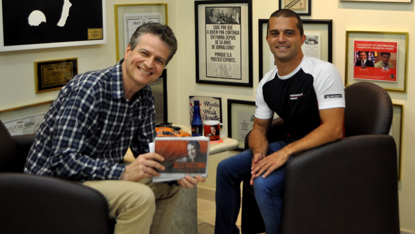 Campeão da Stock de 2010 esteve na redação do Portal Terceiro Tempo. Foto: Thiago Tufano Silva/Portal TT